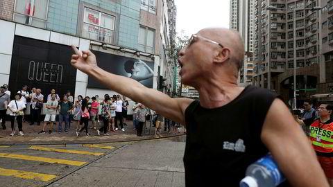 Flere bedrifter med base i Hongkong spør om råd om hvordan de kan minke tilstedeværelsen etter måneder med uro og demonstrasjoner.