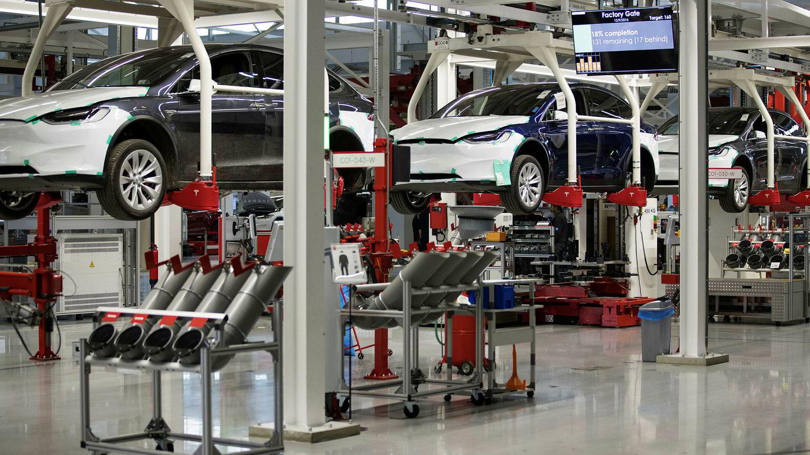 Mangelen på elbiler er i ferd med å snu personbilmarkedet på hodet. 40.000 kunder står på venteliste for elbiler her i landet. Flere skal det bli.