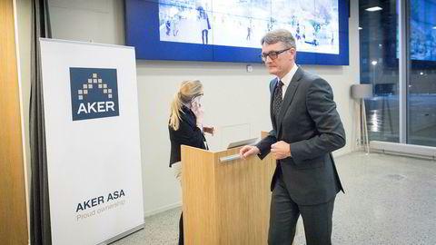 Konsernsjef Øyvind Eriksen i Aker ASA gjør seg klar til presentasjonen av selskapets tredje kvartal. Foto: Gunnar Lier
