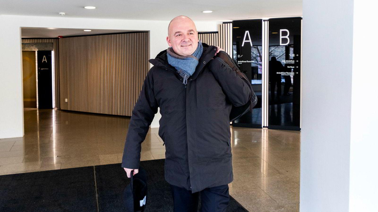 Euronext-sjef Stéphane Boujnah mener at Oslo Børs vil forbli mer norsk med Euronext på eiersiden, fremfor konkurrenten Nasdaq.