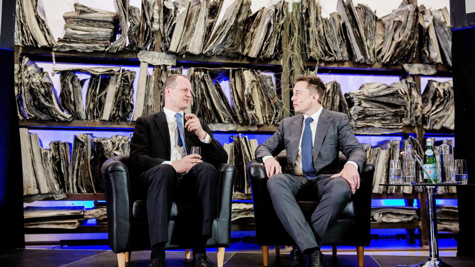 Tesla-gründer Elon Musk snakket om batterier, hydrogen og døden med samferdselsminister Ketil Solvik-Olsen. Foto: Fredrik Bjerknes