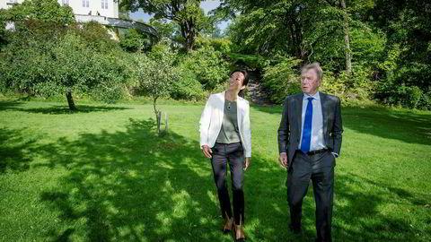 Jens Ulltveit-Moe har gitt kjedesjef Helene Skjenneberg jobben med å lede den nye og sunnere fast food-kjeden som kommer til Norge neste år. Her er de i frukthagen til Umoe-konsernets kontorer i Fornebu Hovedgård, som i generasjoner ble brukt til matproduksjon.