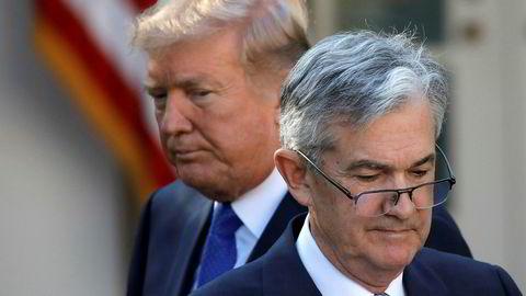 President Donald Trump har æreskjelt sentralbanksjef Jerome Powell (foran) i månedsvis. Onsdag kveld får Trump sannsynligvis viljen sin.