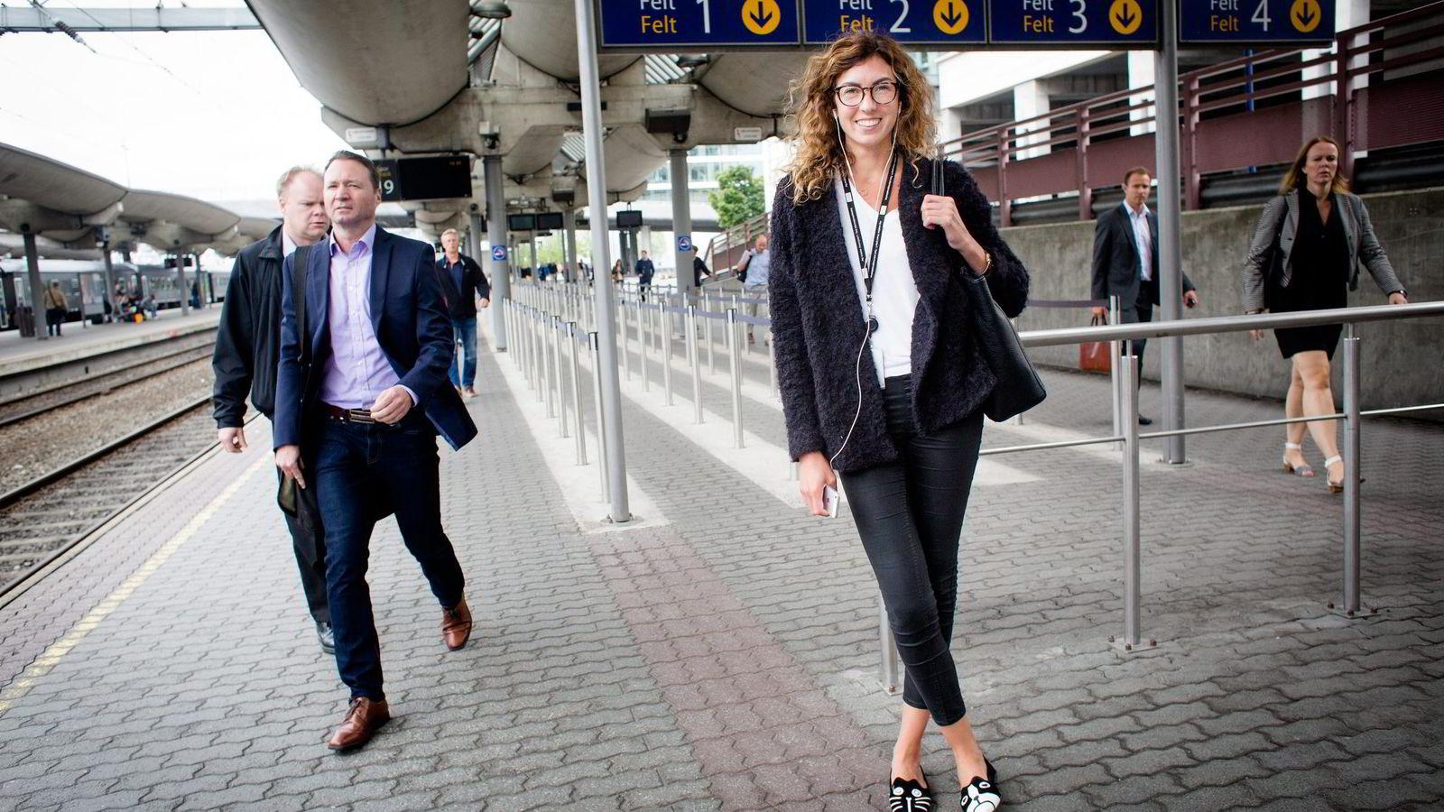 Kristin Frøland (30) jobber på DNBs hovedkontor i Bjørvika i Oslo. Hun har sjekket i nettbanken hva hun kan forvente å få i innskuddspensjon. Mange økonomer vet ingenting.