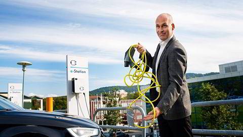 HAR TROEN. Audi-sjef Vidar Eriksen har stor tro på de ladbare hybridene. Mot slutten av året kommer han med en A3 som kan kjøre fem mil på strøm. Foto: Skjalg Bøhmer Vold