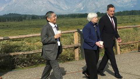 De majestetiske fjellene i Rocky Mountains danner rammen rundt økonomitoppmøtet i Jackson Hole, Wyoming. I 2017 hadde daværende sentralbanksjef Janet Yellen besøk av den japanske sentralbanksjefen Haruhiko Kuroda og ECB-sjef Mario Draghi.