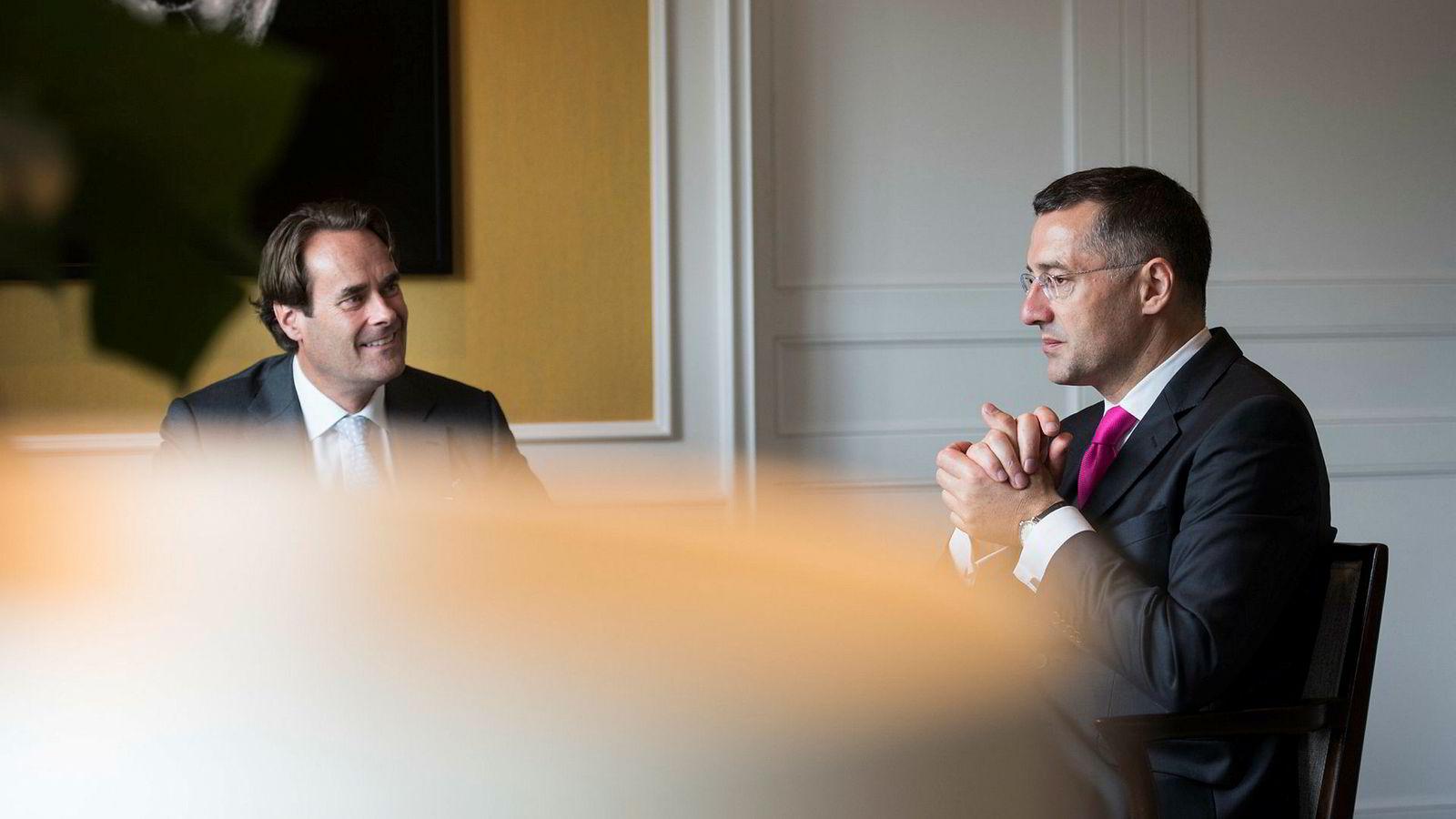 Pimcos porteføljesjef Andrew Bosomworth tror USA er på vei inn i en resesjon. Denne uken var han i Oslo for å snakke om hva han tror kommer til å skje i løpet av de neste tre til fem årene. Patrick Dunnewolt (til venstre) er viseadministrerende direktør på PIMCOs London-kontor.