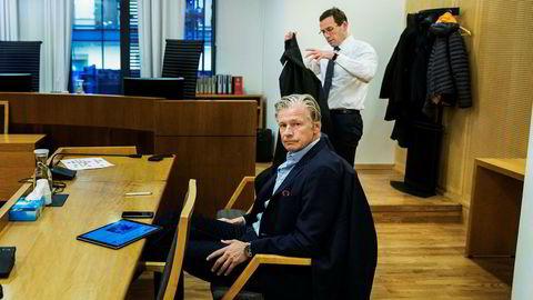 Eiendomsinvestor Edgar Haugen og advokat Ole Rasmus Asbjørnsen i rettssalen tirsdag.