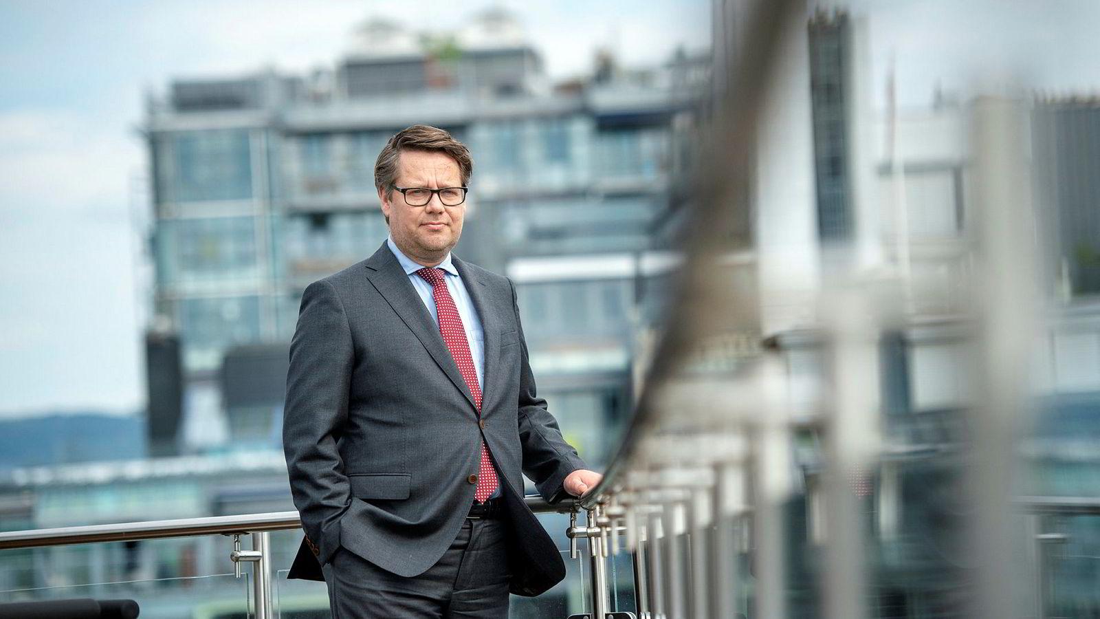 Dersom Europakommisjonen kommer til at de norske oppdrettskjempene har drevet kartellvirksomhet, kan det føre til bøter og erstatningskrav på over ti milliarder kroner, ifølge partner Odd Stemsrud i advokatfirmaet Grette.