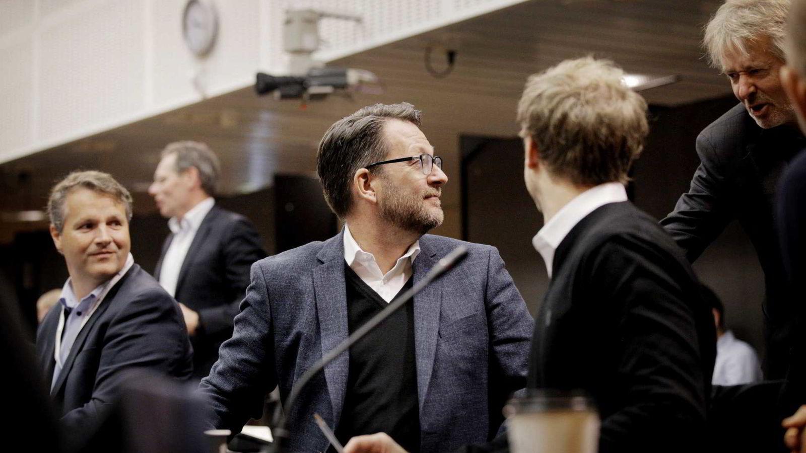 Discovery-sjef Harald Strømme i samtale med VGs redaktør Torry Pedersen under mediebransjens møte med kulturministeren fredag. Foto: Javier Auris Chavez