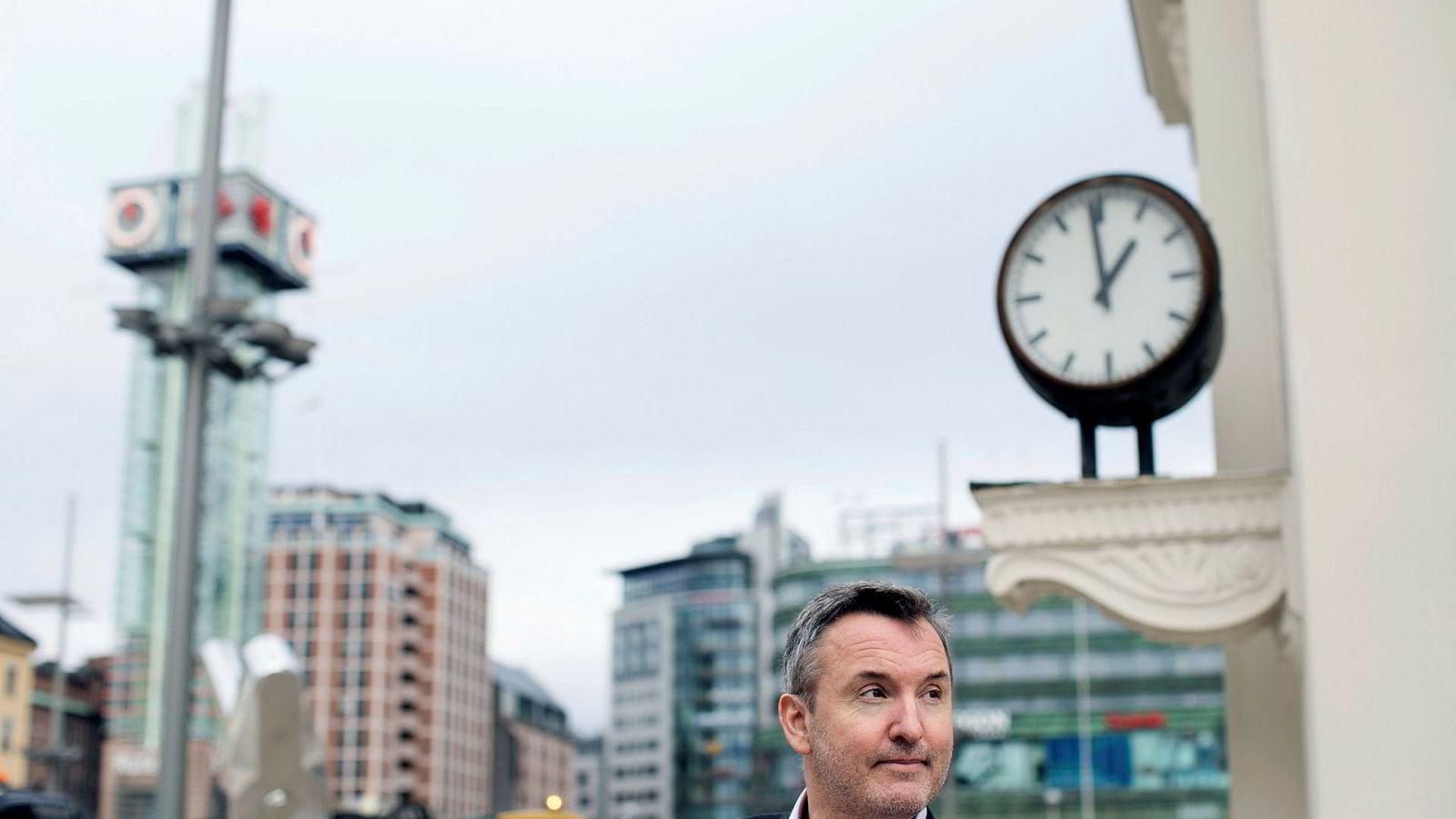 Hotellanalytiker Peter Wiederstrøm understreker at det primært er flere hotellrom som gjør at både belegg og inntekt per rom nå synker.