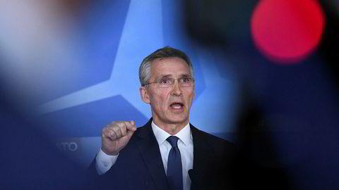 Natos generalsekretær Jens Stoltenberg mener bombeangrepene mot Syria reduserer Assad-regimets muligheter til nye kjemiske gassangrep.
