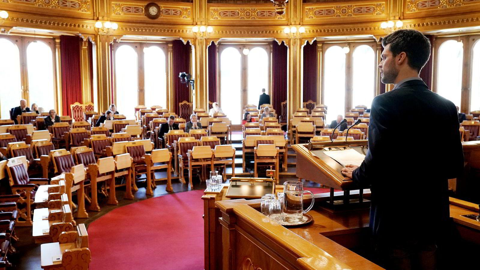 Bjørnar Moxnes (Rødt), her i stortingssalen under behandlingen av spørsmålet om norsk tilslutning til EUs energibyrå ACER.