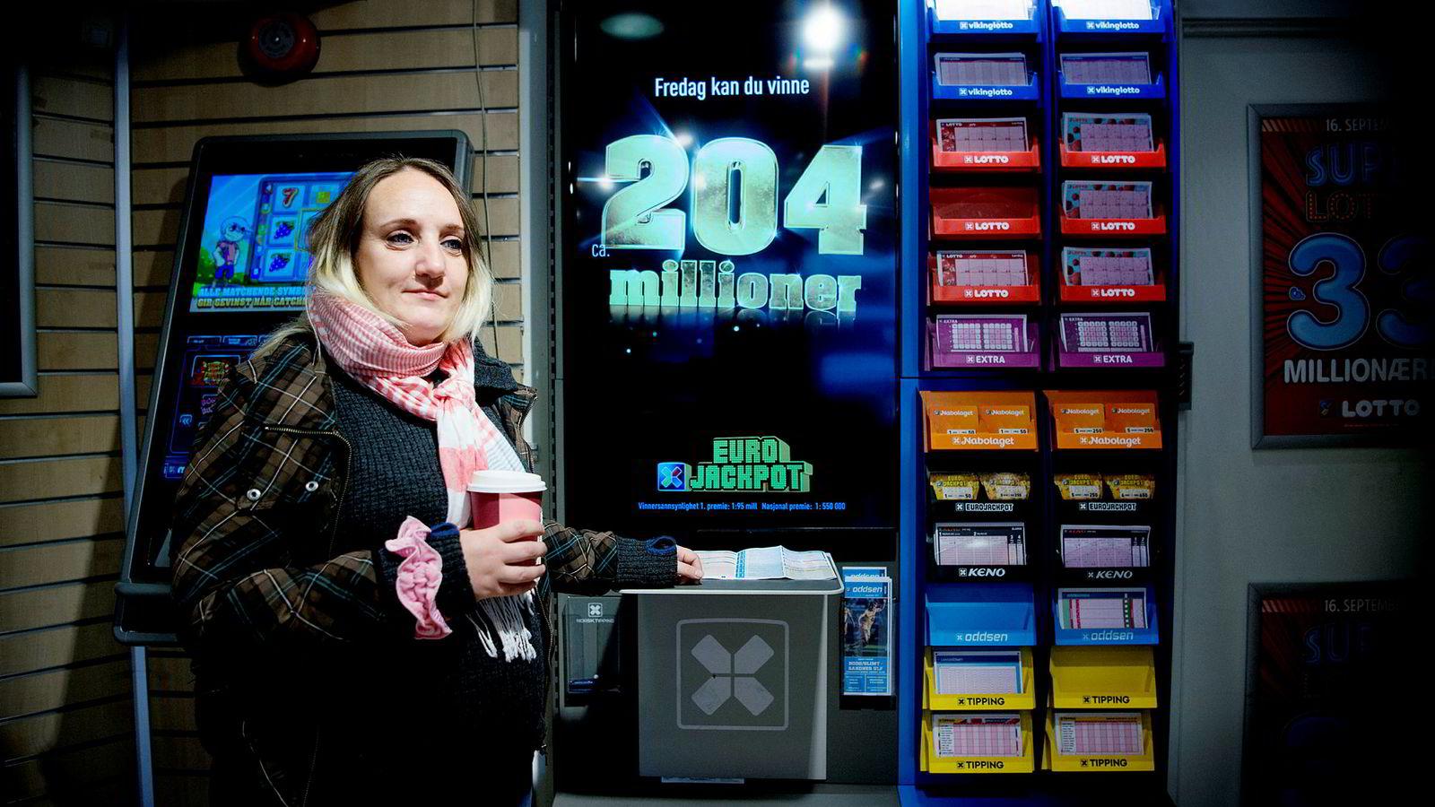 Anja Havrevold spiller Lotto med jevne mellomrom, men har ikke sansen for Norsk Tippings nettcasinospill automater. – Jeg har sett folk som taper så mye penger til det, sier hun.