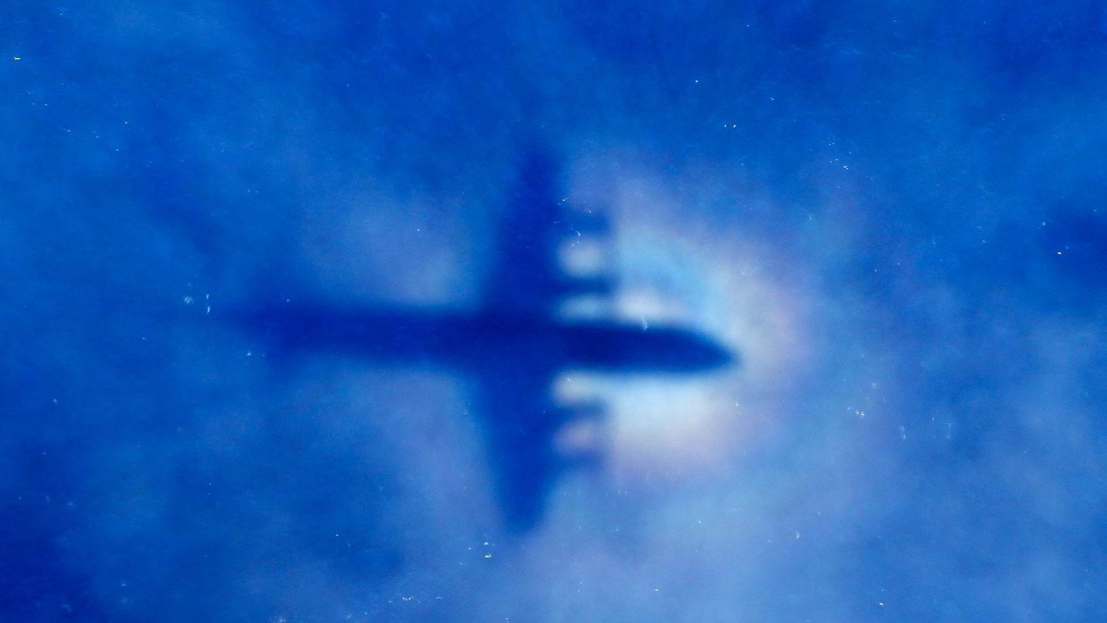 TRYGG LUFTFART. Et Orion-fly fra New Zealands luftforsvar søker etter det savnede Malaysia Airlines-flyet i Indiahavet. Flymysteriet har vist hvor intrikat samarbeidet mellom staten og moderne produksjon er, skriver artikkelforfatteren.