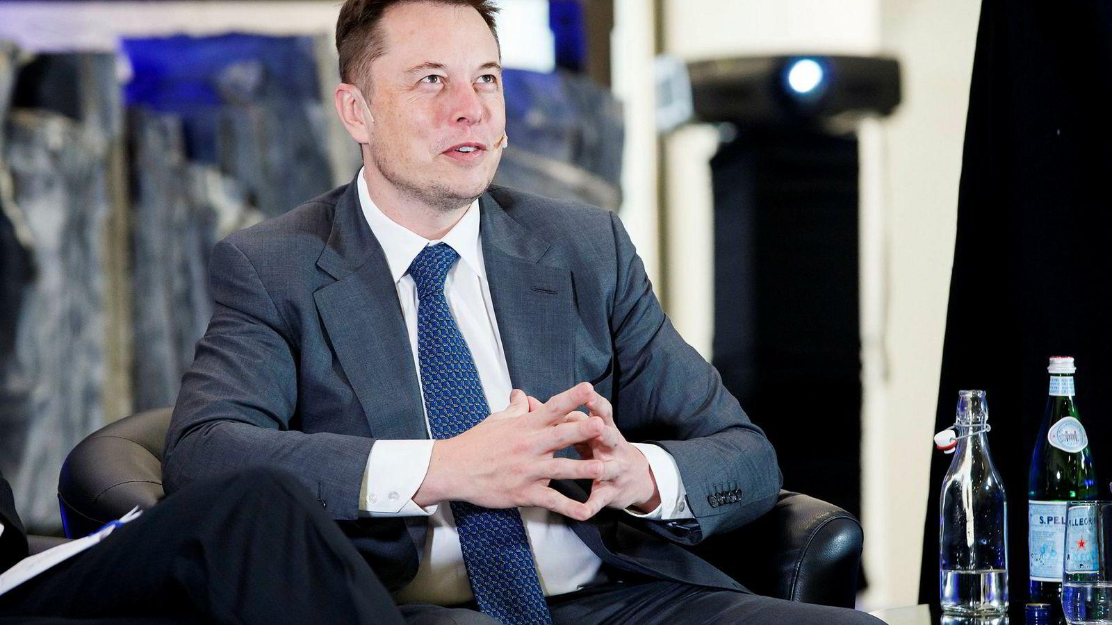 Tesla-gründer Elon Musk går fra sportsbil, til familiebil og til lastebil på drøye 10 år som bilprodusent.