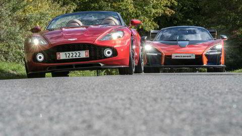 Arne Fredly stiller ut sine to nyeste biler på Oslo Motor Show. Foran Aston Martin Vanquish Zagato Speedster, bak McLaren Senna.