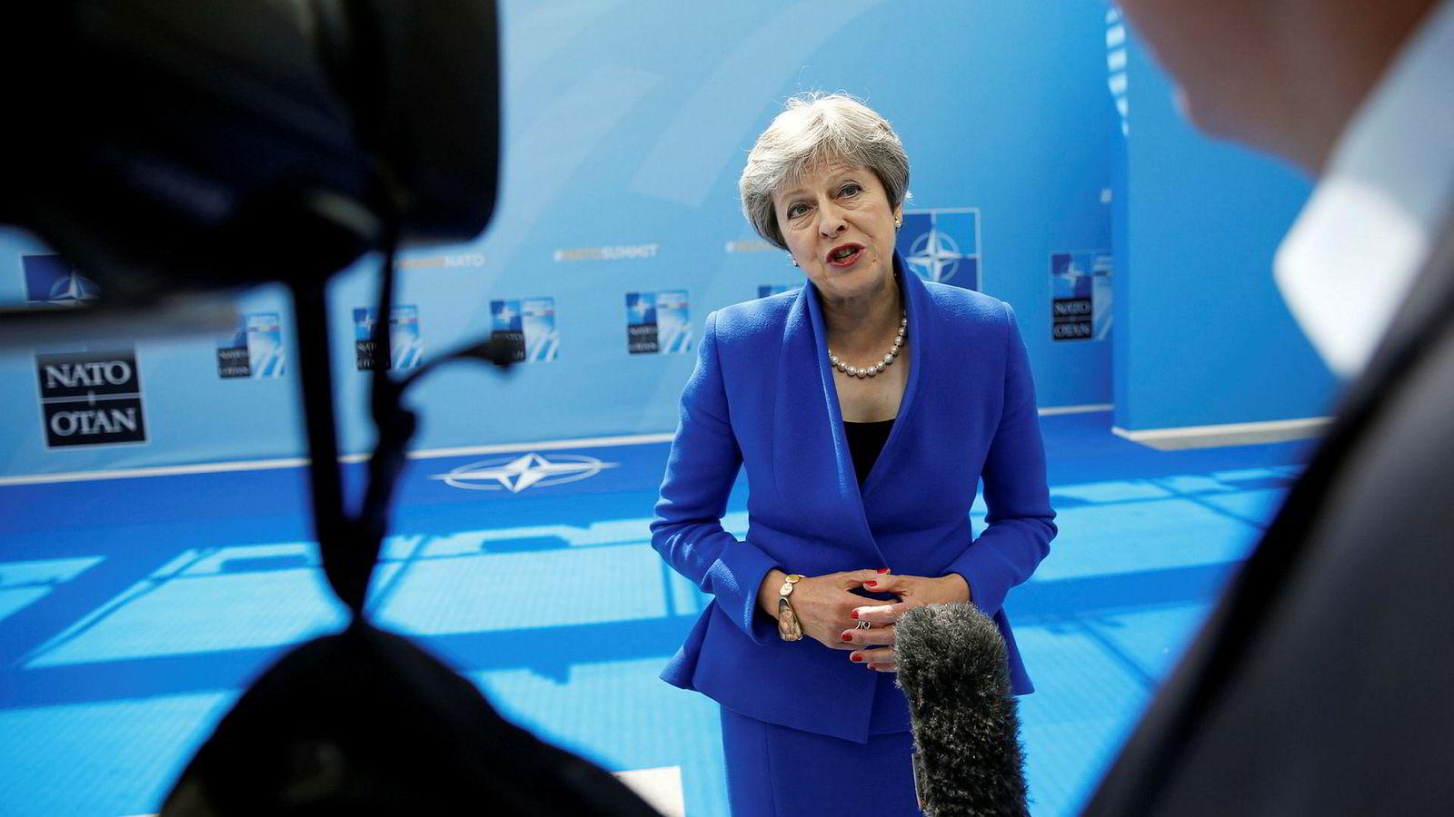 Innen uken er omme, spås det at Storbritannias statsminister Theresa Mays planer for en kontrollert skilsmisse med EU neste år kan være ødelagt – av hennes egne partifeller. Her snakker May med pressen før Nato-toppmøte i Brussel.