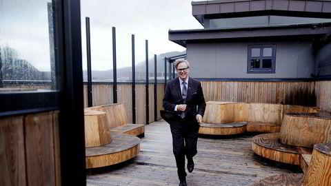 Den tidligere reiselivsdirektøren i Bergen, Ole Warberg, er nå konserndirektør i Tom Rune Pedersens Magic Norway som vil investere nærmere tre milliarder kroner blant annet i et storhotell på toppen av kjøpesenteret Xhibition i Bergen sentrum.