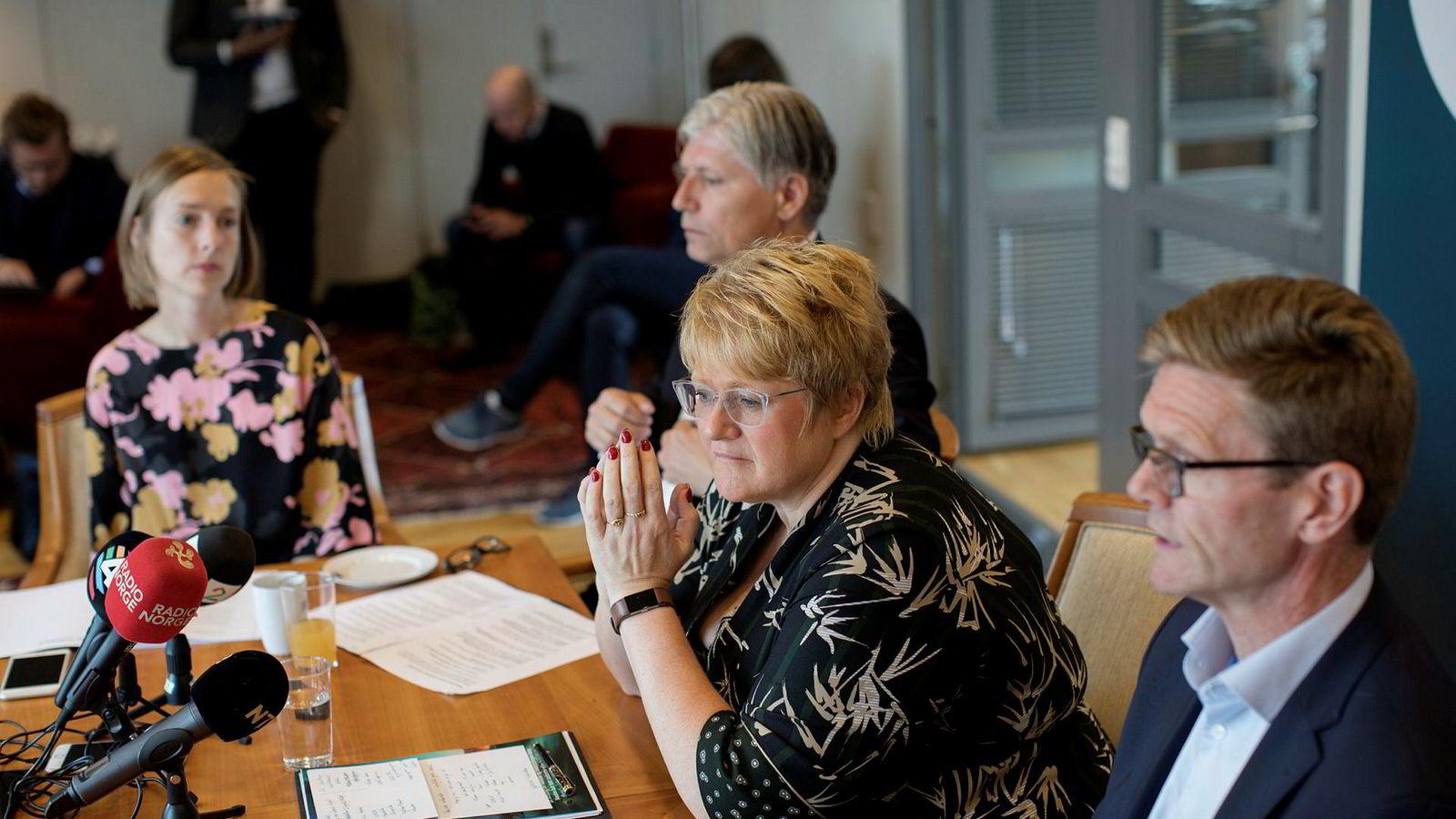I juni oppsummerte Venstres statsråder Iselin Nybø (fra venstre), Ola Elvestuen og Trine Skei Grande sammen med parlamentarisk leder Terje Breivik partiets første halvår i regjering. Det neste halvåret har partiet tilbrakt under sperregrensen.