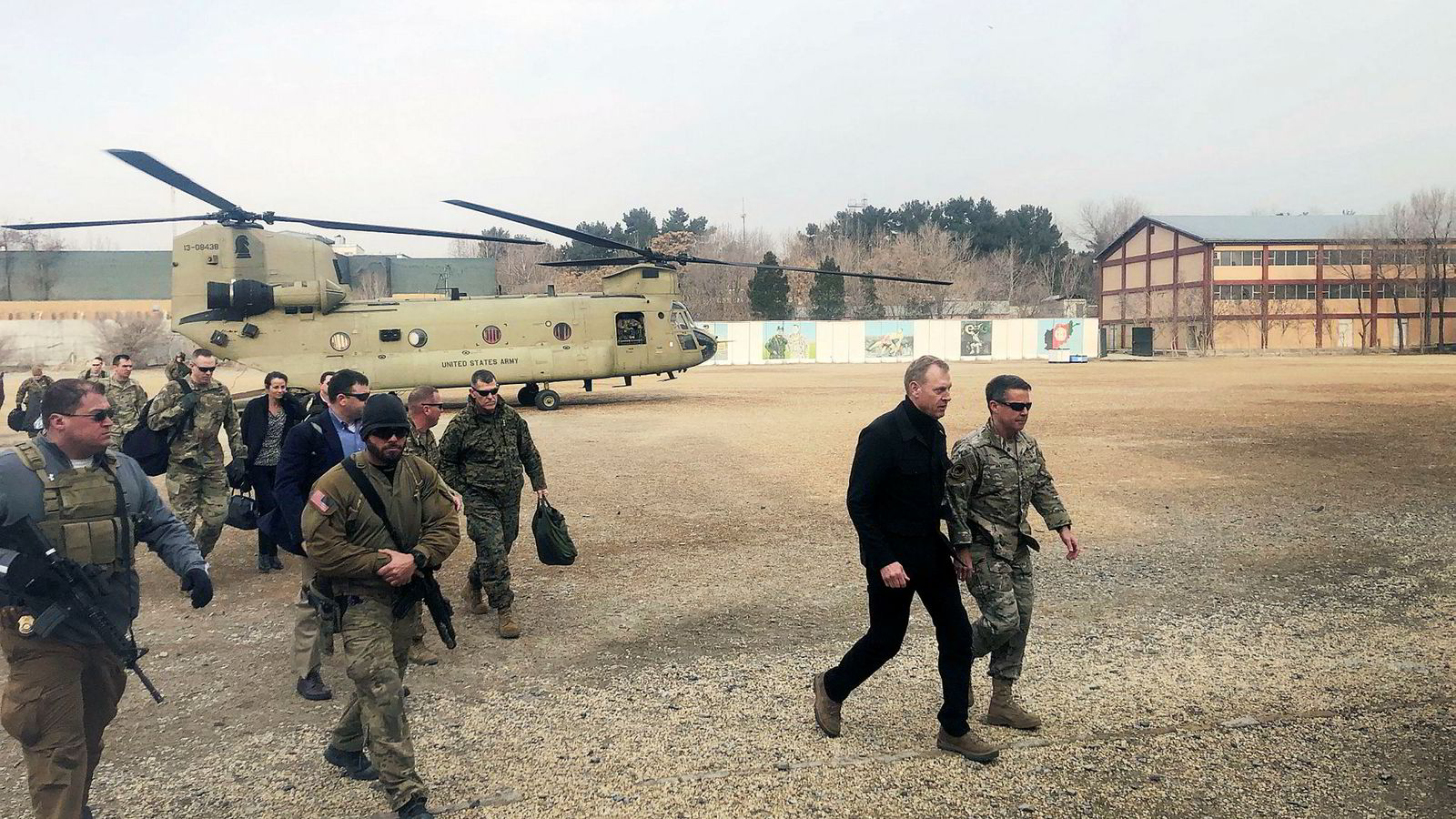 USAs fungerende forsvarsminister Patrick Shanahan (56) har vært på et uanmeldt besøk i Kabul. Nå går turen til Natos forsvarsministermøte i Brussel.