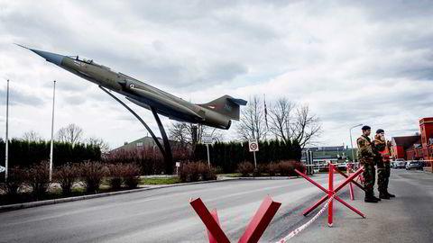 Kjeller har vært flyplass og forsvarsbase i 100 år. Nå kan Forsvaret komme til å legge ned. Alle foto: Fartein Rudjord