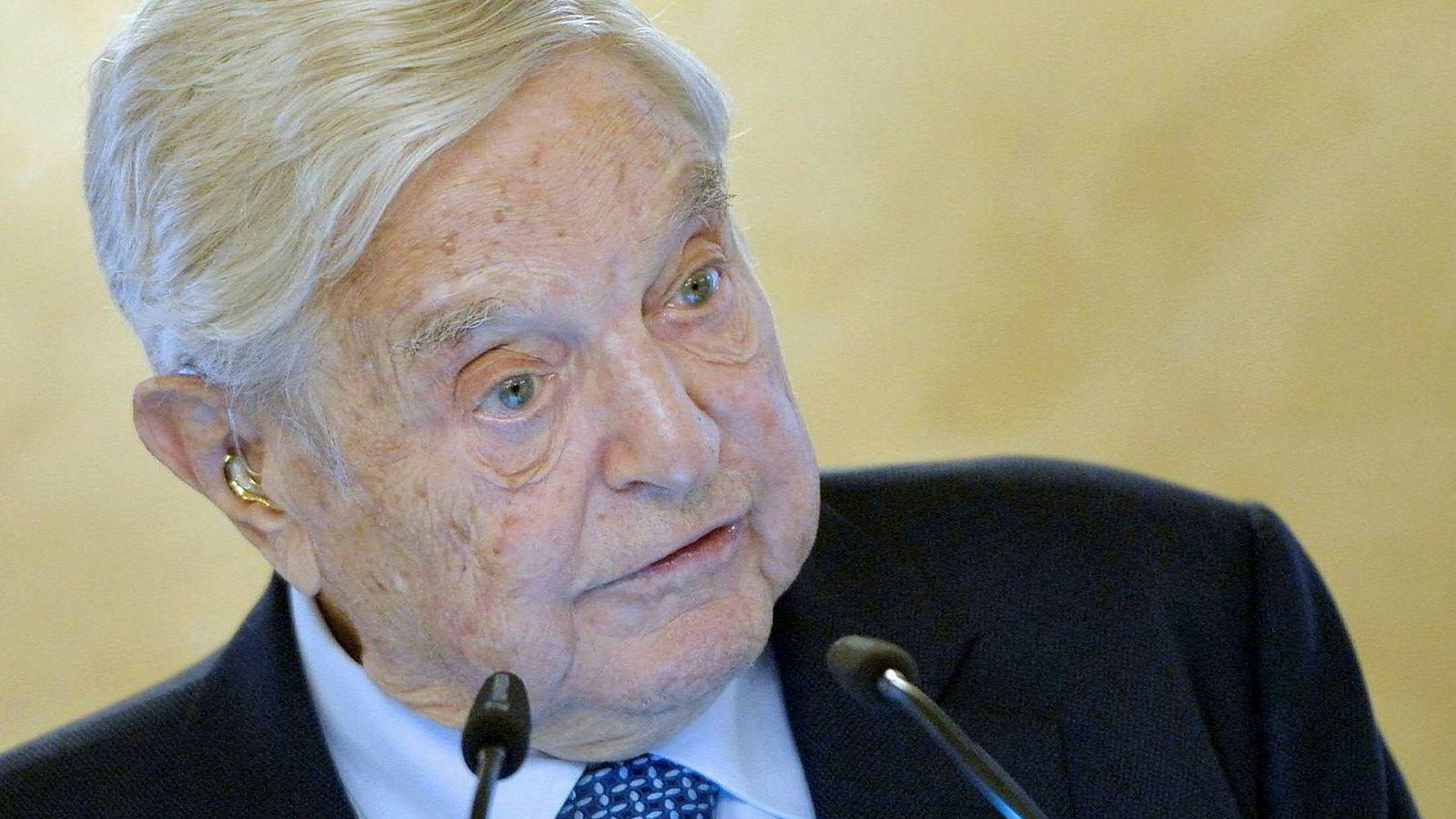 Den amerikanske milliardæren George Soros har kalt Facebook for en «trussel mot samfunnet».