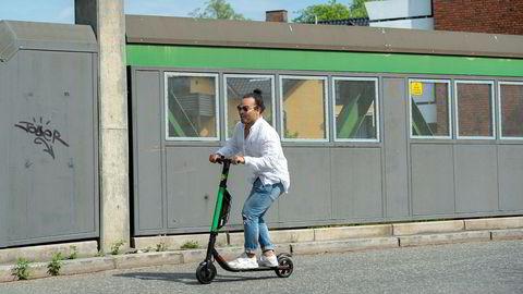 Oppstartsselskapet Zvipp, her ved medgründer Sebastian Solberg, er ett av mange selskaper som vil konkurrere i markedet for utleie av elektriske sparkesykler i Oslo. – Det blir en synlighetskonkurranse, sier Solberg.