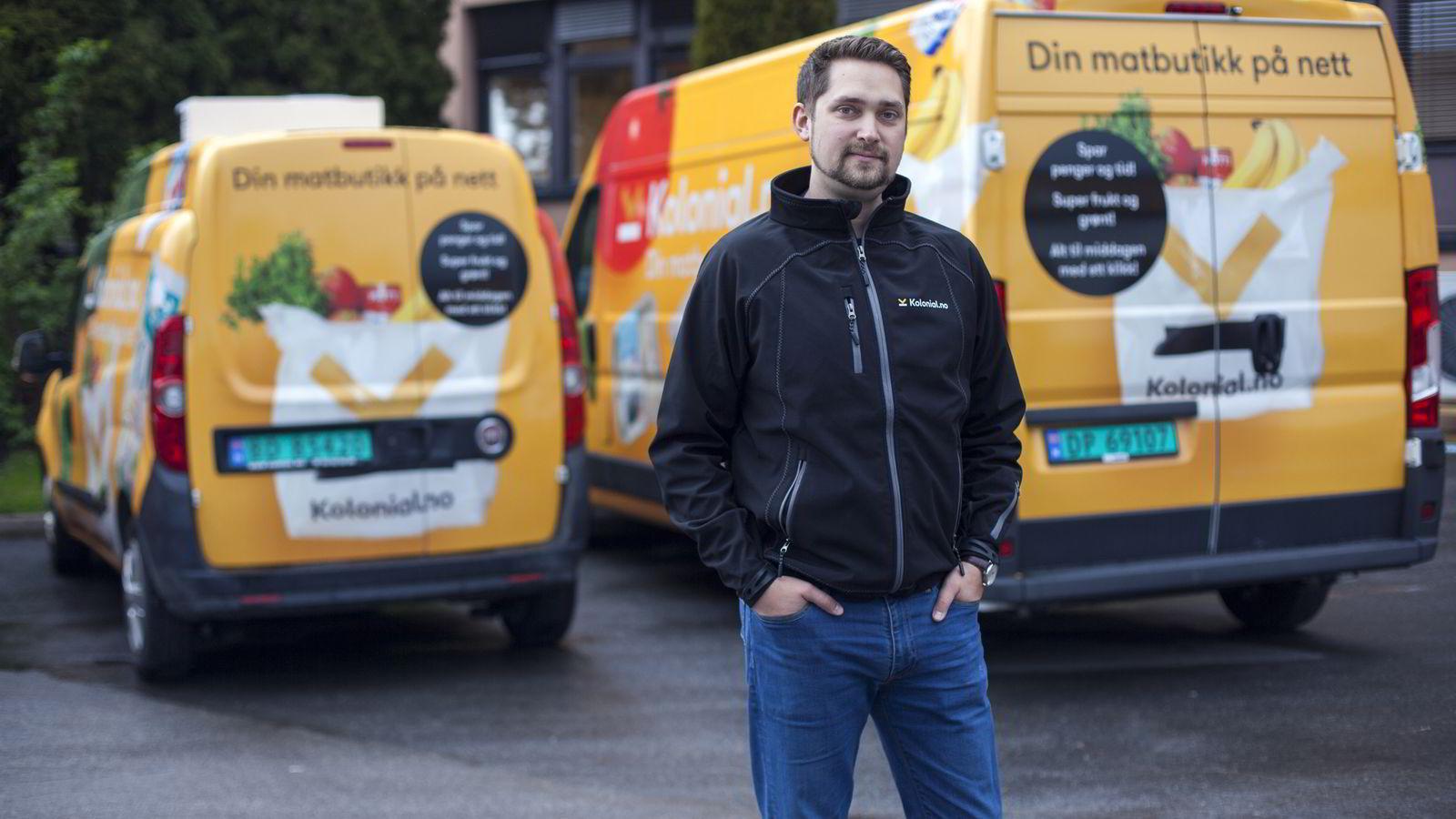 Oslo, Norge, 07.05.2015               Bilde av Karl Alveng Munthe-Kaas - Daglig leder. pakker dagligvarer som skal sendes ut til kundene for Kolonial.no på lageret på Kalbakken i Oslo.                Foto: