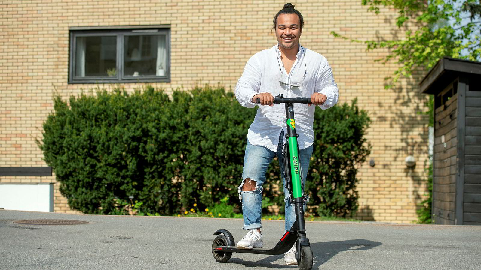 Sebastian Solberg er medgründer i Zvipp elektriske sparkesykler.