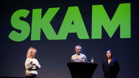 «Skam» er solgt til USA. På bildet Linda Nordheim, Byråleder i McCann – Konferansier (tv) sammen med Håkon Moslet (Redaksjonssjef for TV i NRK P3) og Marianne Furevold Boland (Prosjektleder NRK for nettdramaserien Skam).