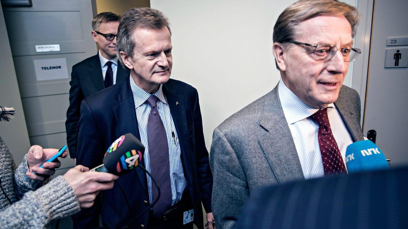 Telenors juridiske direktør Pål Wien Espen (fra venstre), daværende konsernsjef Jon Fredrik Baksaas og daværende styreleder Svein Aaser fortalte ikke Stortinget om korrupsjonsadvarslene under høringen i Stortinget i januar 2015. Foto: Aleksander Nordahl