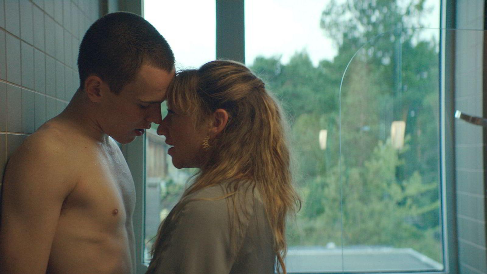 Både Tarjei Sandvik Moe og Andrea Bræin Hovig er veldig gode i «En affære». Det løfter en film som ellers ikke er helstøpt, men har engasjerende øyeblikk.