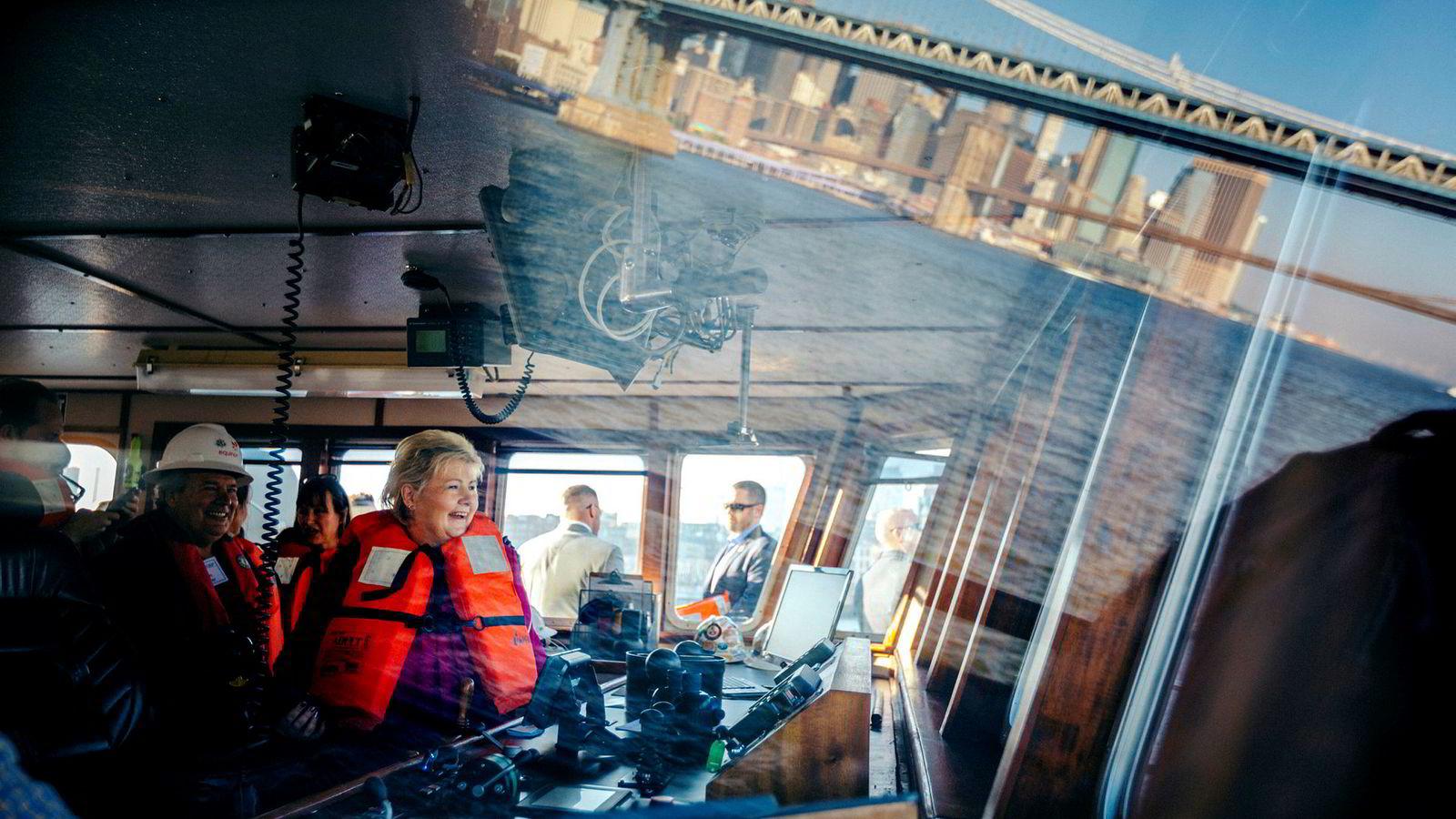 Statsminister Erna Solberg var på båttur med Equinor utenfor Manhattan i forbindelse med at selskapet skal bygge vindmark i området.