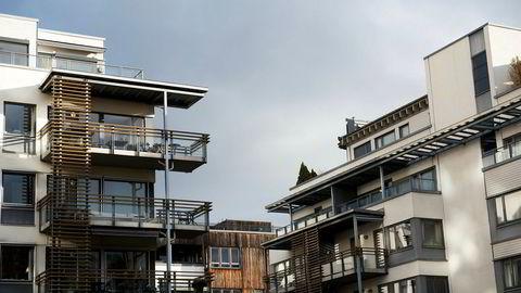 Beholdningen av usolgte bruktboliger har økt noe de siste månedene, samtidig som at antallet ferdigstilte boliger trolig vil ta seg videre opp som følge av høy igangsetting de siste årene. Det kan bidra til lav prisvekst den nærmeste tiden, mener Norges Bank.