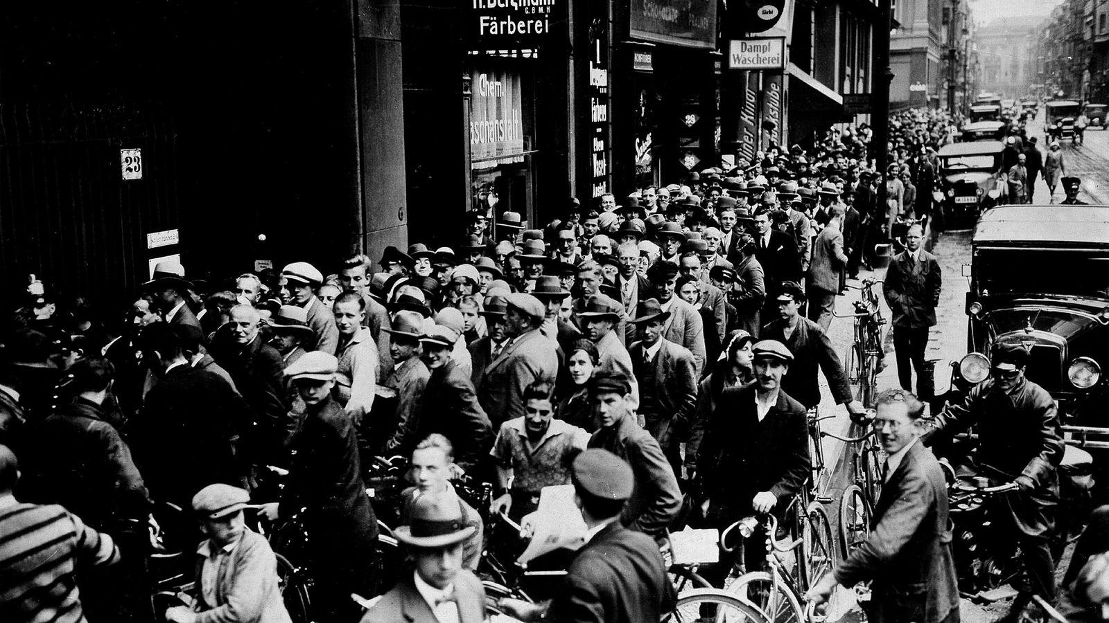 Bankkrisen akselererte kraftig nedturen i tysk økonomi. Her fra Berlin etter kollapsen i Danat Bank i 1931.