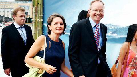 Gerhard Helskog (til høyre) sa fra seg saken da han ble klar over kritikken mot VG – der hans kone, Hanne Skartveit, er politisk redaktør.