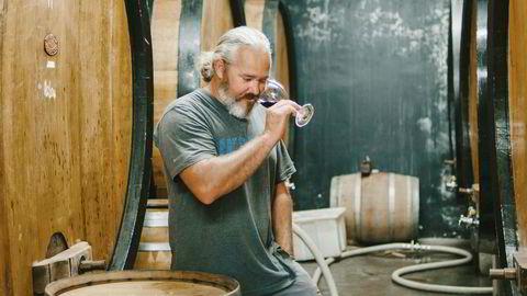 Den sørafrikanske vinmakeren Adi Badenhorst har mange prosjekt i vinkjelleren. Det siste er sin egen mezcal.