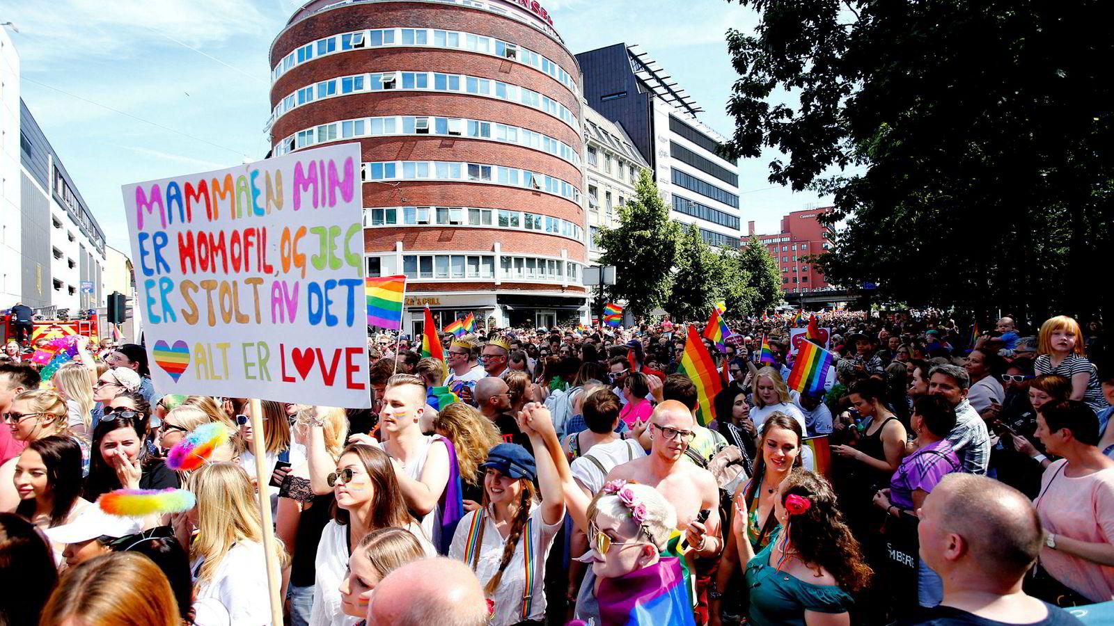 40.000 mennesker møtte opp i fjorårets Pride-parade i Oslo. Årets versjon finner sted på lørdag. Foto: Audun Braastad/NTB scanpix