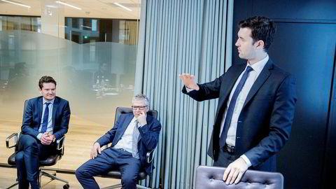 Fra venstre sjeføkonom Kjetil Olsen, sjefanalytiker Erik Bruce og analytiker Joachim Bernhardsen i Nordea Markets. Meglerhuset mener frykten er begrenset for et bredt basert krasj i boligmarkedet.