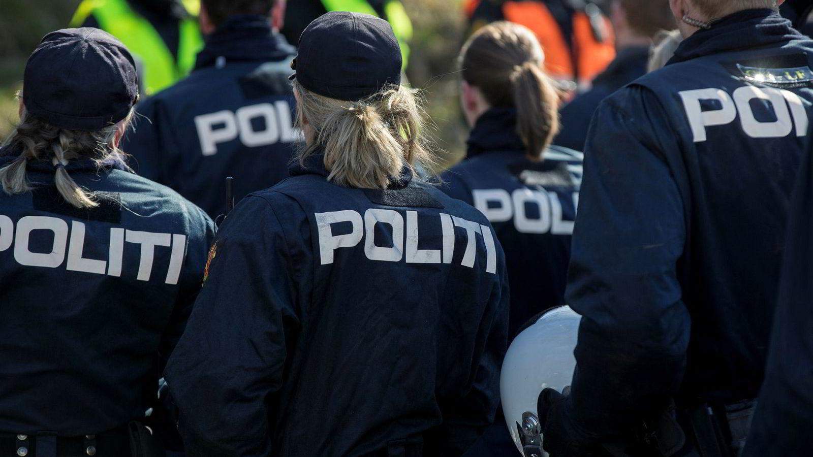 Svenskene vurderer nå å utnytte overskuddet på politiutdannede i Norge.