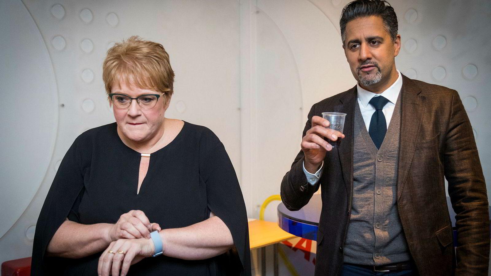 Trine Skei Grande og Abid Raja møttes i desember på NRK-programmet Debatten, etter at Grande baksnakket partikollegaen. Nå opplyser kilder til DN at Grande over tid har snakket ned Raja.