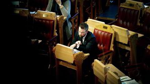 Kunnskapsminister Torbjørn Røe Isaksens ble målt med regjeringens forslag om kutt i formuesskatten da han stilte i Stortingets spontanspørretime. Mot den målestokken ser det meste smått ut.                      Foto: Mikaela Berg