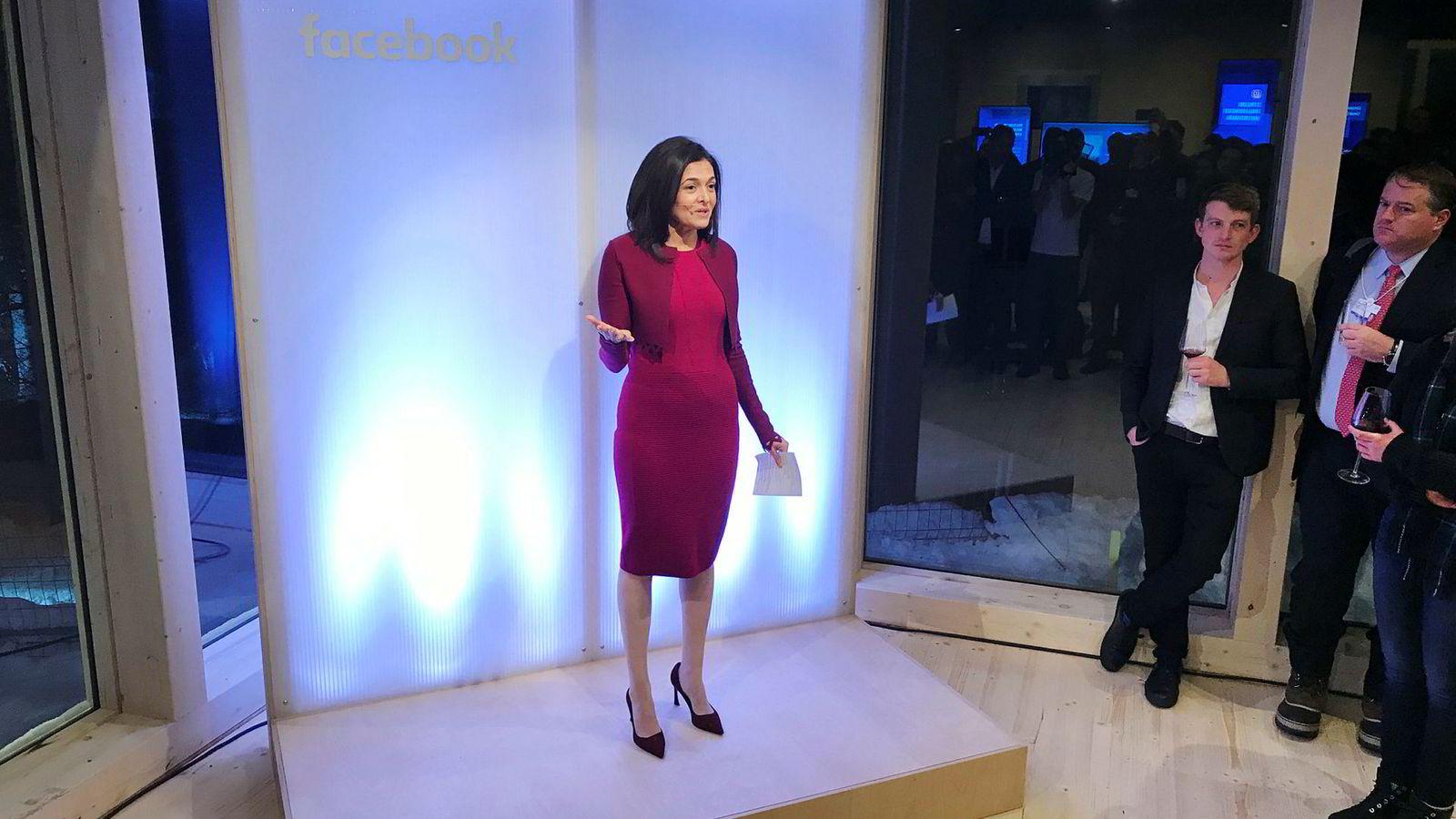 Facebooks nestsjef Sheryl Sandberg ønsket velkommen på selskapets «off the record»-cocktailselskap under Verdens økonomiske forum i Davos.