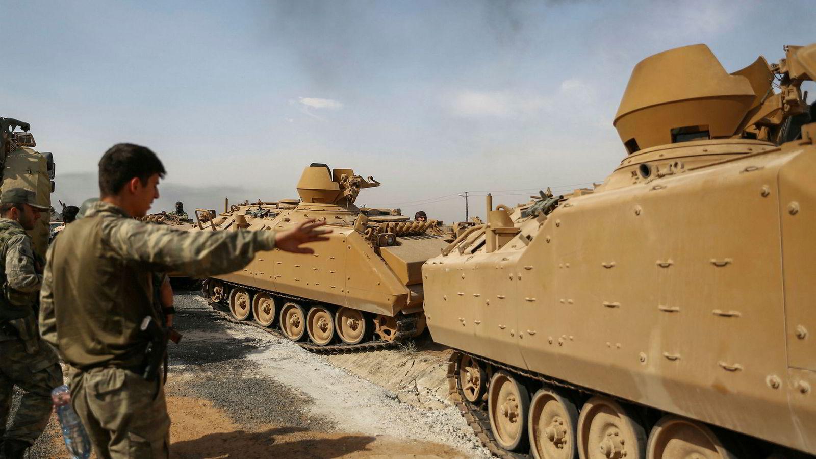 Tyrkias angrep mot kurdisk milits i Syria fortsetter, og tapstallene stiger. Ifølge den tyrkiske forsvarsledelsen skal 342 soldater i den kurdiske YPG-militsen være drept siden offensiven startet onsdag ettermiddag.