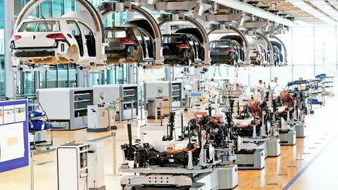 EU åpner for statsstøtte for å få fart på Europas elbil-industri. Her produseres E-golfer i Volkswagens fabrikk i Dresden.