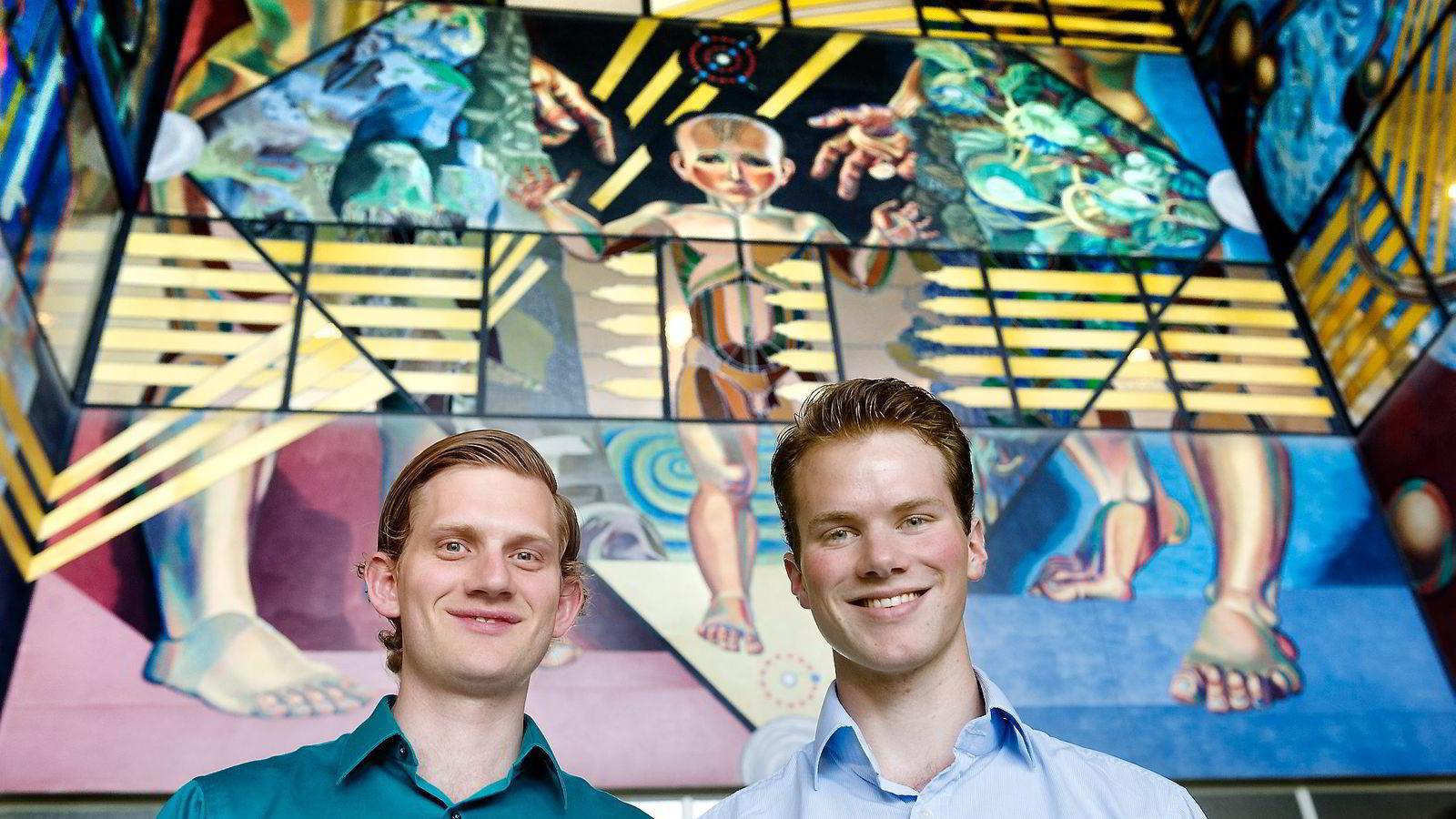 GOD FYSIKK. Doktorgradsstipendiat Jørgen Trømborg (27) og fysikkstudent Henrik Sveinsson (23) har fått forskningen sin publisert i et verdensledende vitenskapelig tidsskrift.