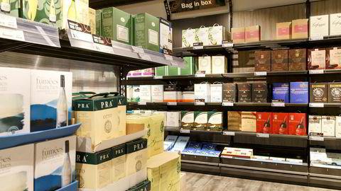 Helsedirektoratet mener det er enklere å drikke mer vin hvis man har enn åpnet vinkartong i skapet.