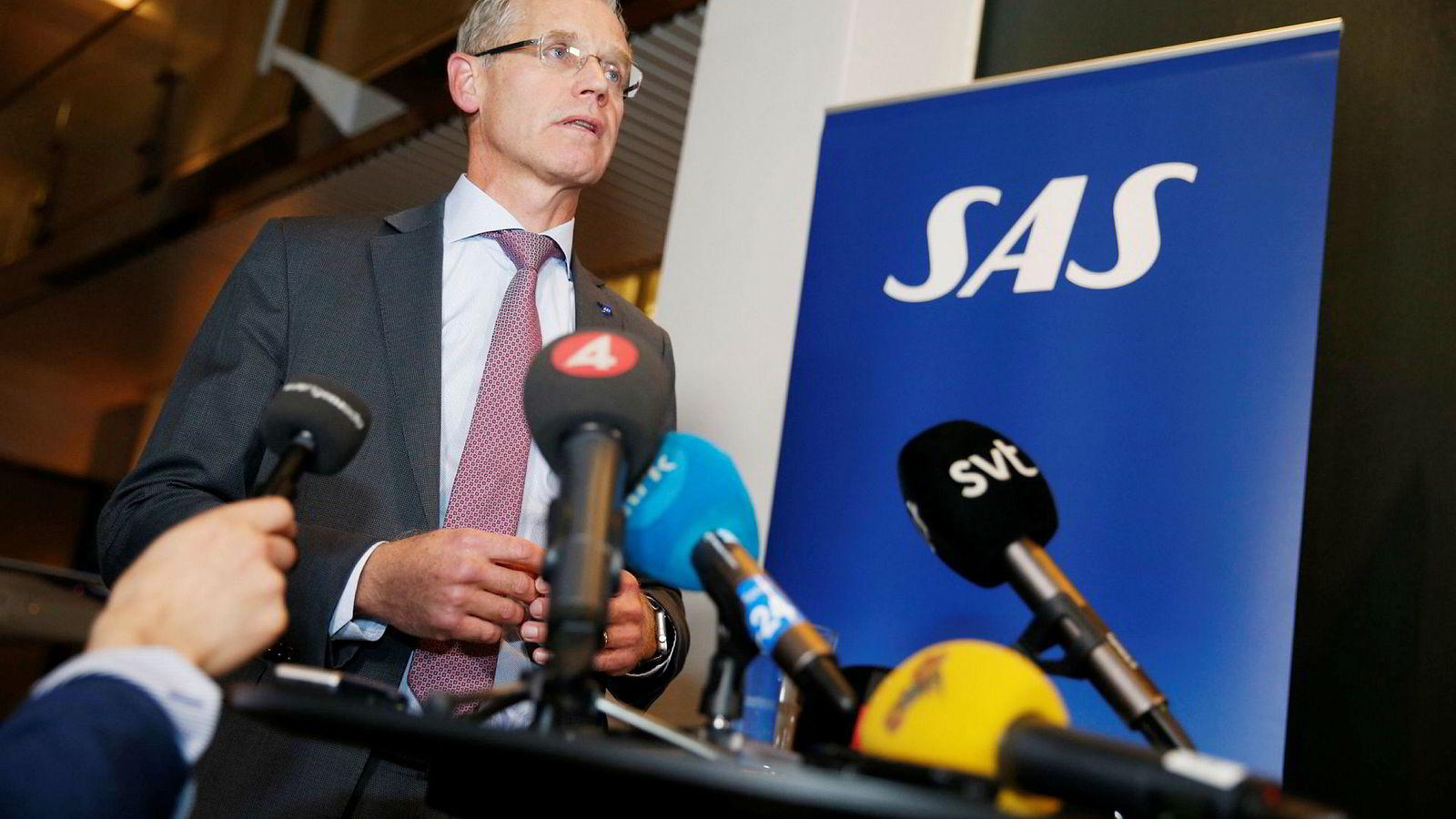 SAS-sjef Rickard Gustafson holdt pressekonferanse i Stockholm sent torsdag kveld.