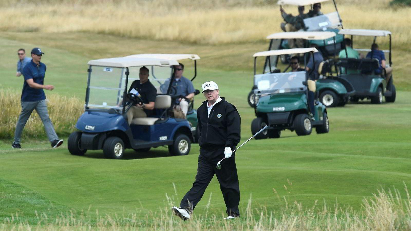 USAs president Donald Trump spiller golf på sin egen golfklubb Trump Turnberry i Skottland. Her fra ifjor sommer.